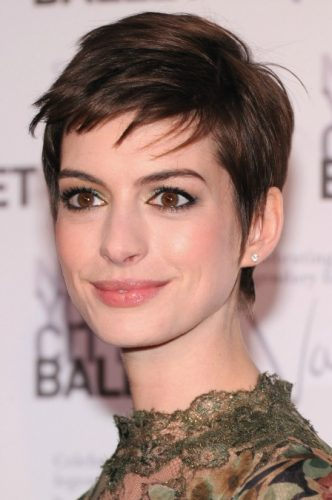 Anne Hathaway Measurements, Height, Weight, Bra Size, Age, Wiki