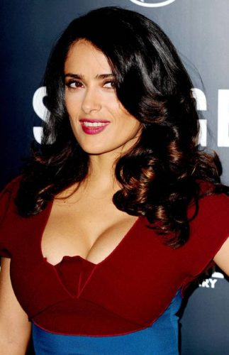 The 50-year old daughter of father Sami Hayek Dominguez and mother Diana Jiménez Medina, 157 cm tall Salma Hayek in 2017 photo