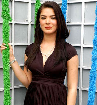 Urvashi Sharma Measurements, Height, Weight, Bra Size, Age, Wiki