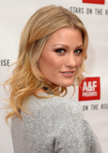 Ashley Hinshaw Boyfriend, Age, Biography