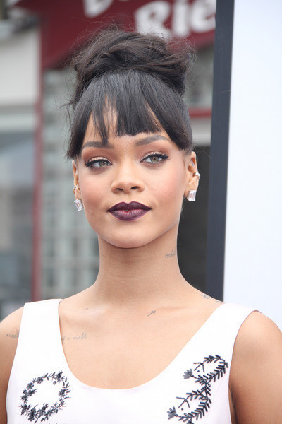 Rihanna height and weight 2014