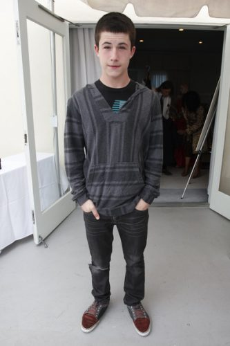 Dylan Minnette height and weight 2016