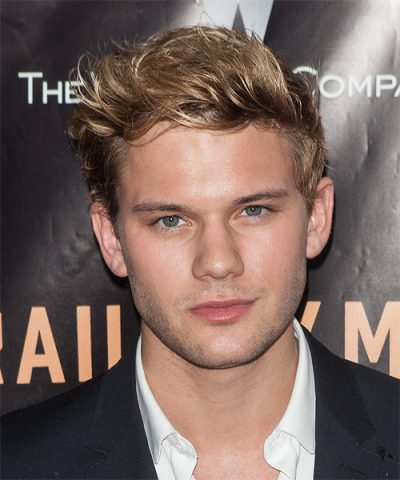 Jeremy Irvine Height Weight Age Biceps Size Body Stats