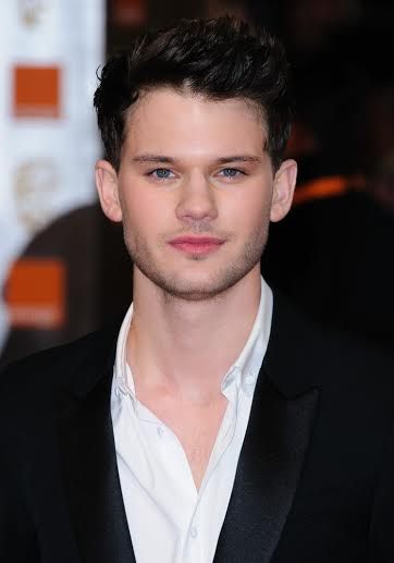 Jeremy Irvine height and weight 2016