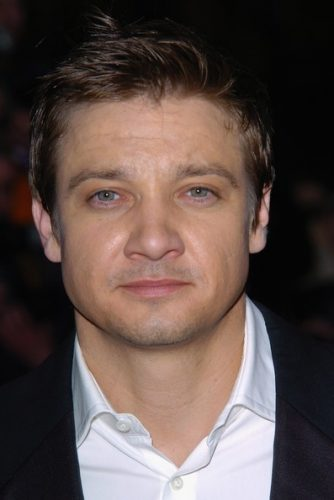 Jeremy Renner Chest Biceps size