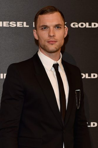 Ed Skrein Chest Biceps size