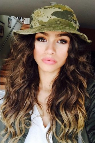 Zendaya height and weight 2016