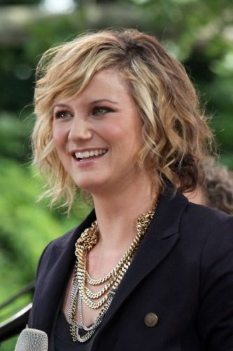Jennifer Nettles height and weight 2016
