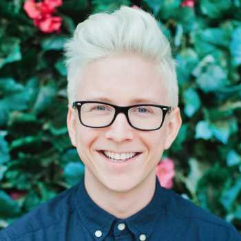 Tyler Oakley girlfriend age biography