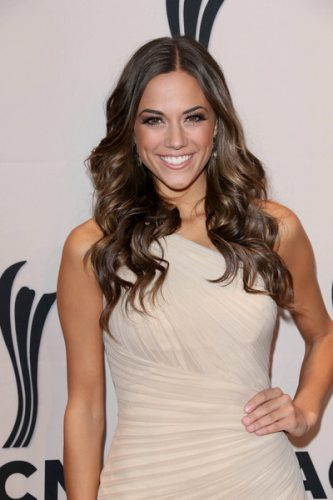 Jana Kramer Measurements, Height, Weight, Bra Size, Age, Wiki