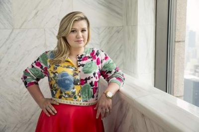 Kelly Clarkson height and weight 2016