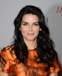 Angie Harmon Bra Size, Wiki, Hot Images