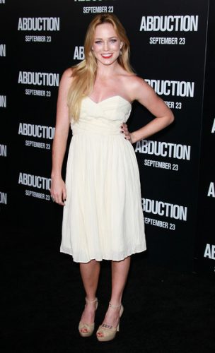 Caity Lotz Boyfriend, Age, Biography