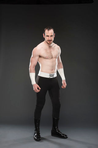 aiden-english-chest-biceps-size