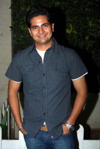 Karan Mehra Height Weight Age Biceps Size Body Stats
