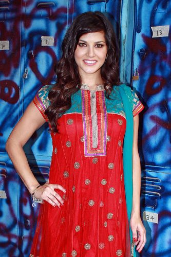 sunny-leone-measurements-height-weight-bra-size-age-wiki