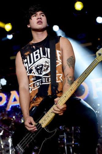 Calum Hood height and weight 2017