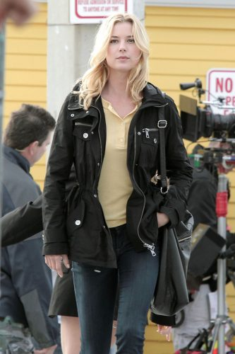 Emily VanCamp height and weight