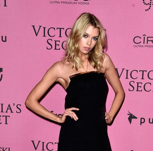 Stella Maxwell Upcoming films,Birthday date,Affairs