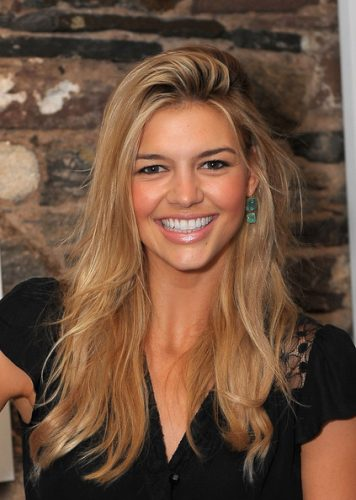 Kelly Rohrbach height and weight