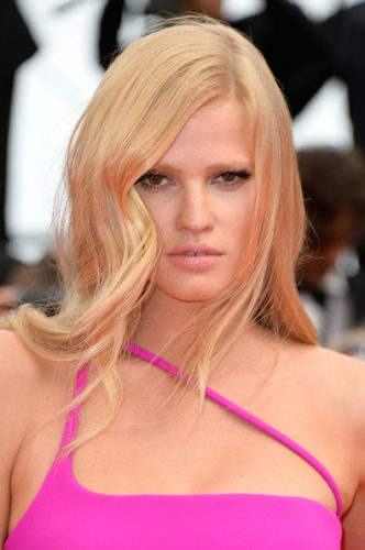 Lara Stone height and weight