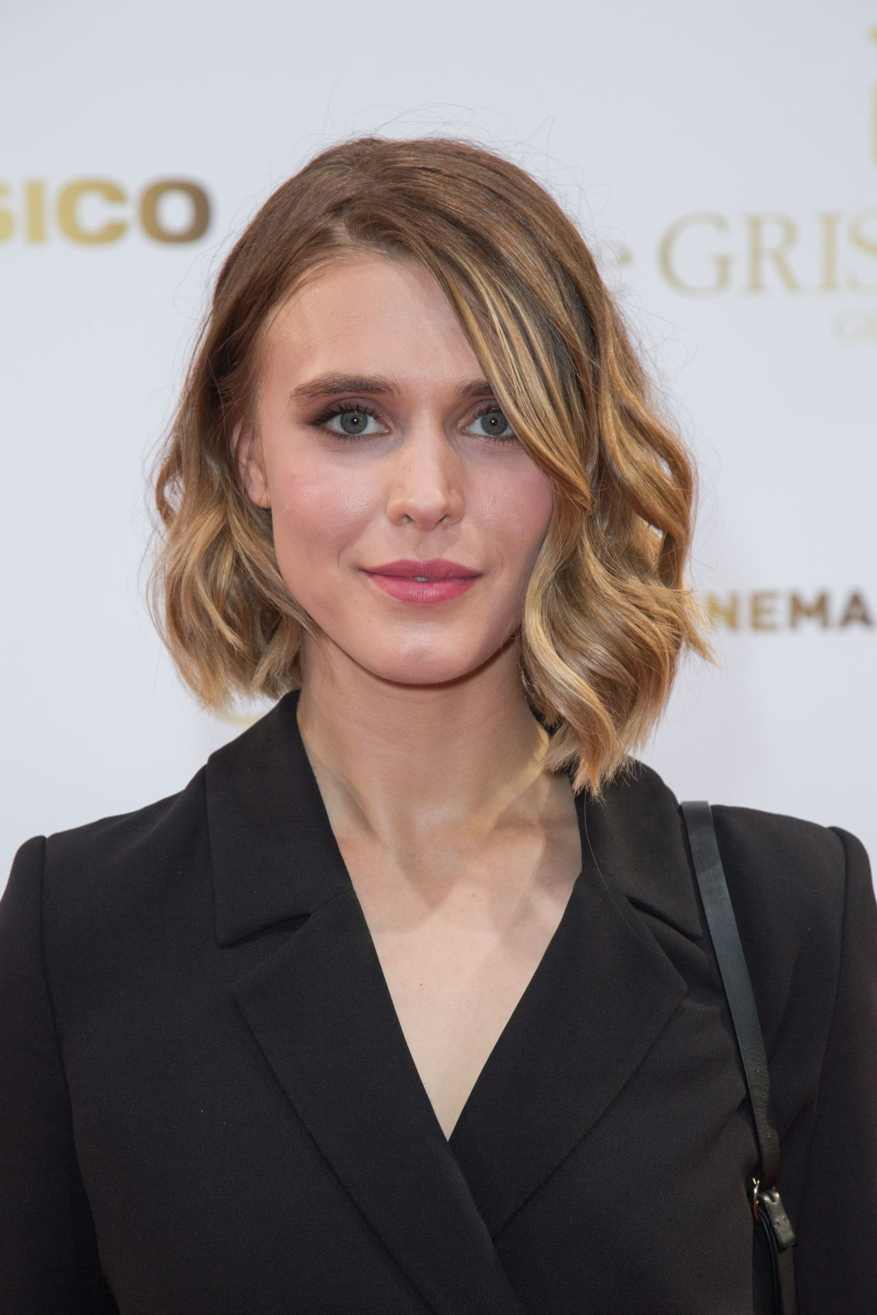 Gaia Weiss height and weight