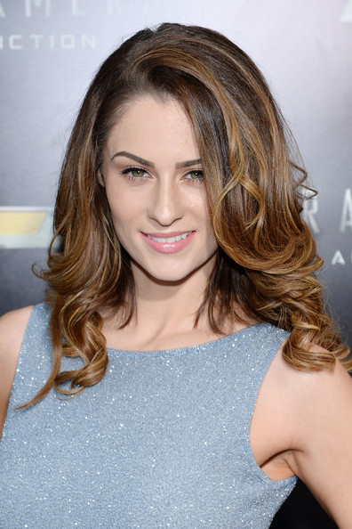 Madeline Mulqueen Bra Size, Wiki, Hot Images